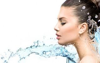 Контрастен душ за борба с целулита и килограмите